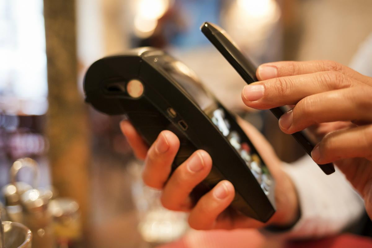 google may buy mobile payments company softcard defeat apple pay hot market