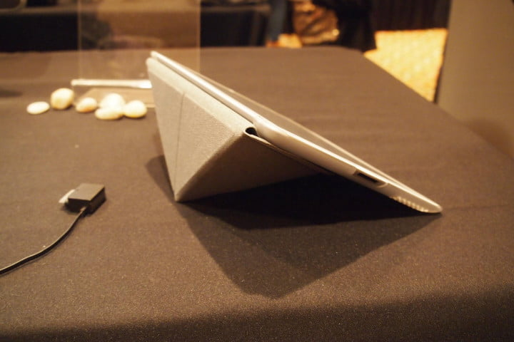 moshi one ups the ipad smart cover with origami inspired versacover iglaze hands on
