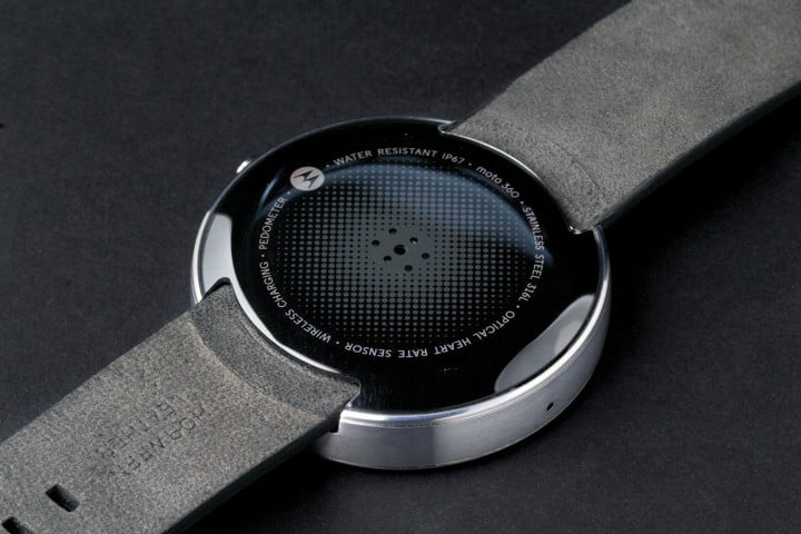 moto  review watch back