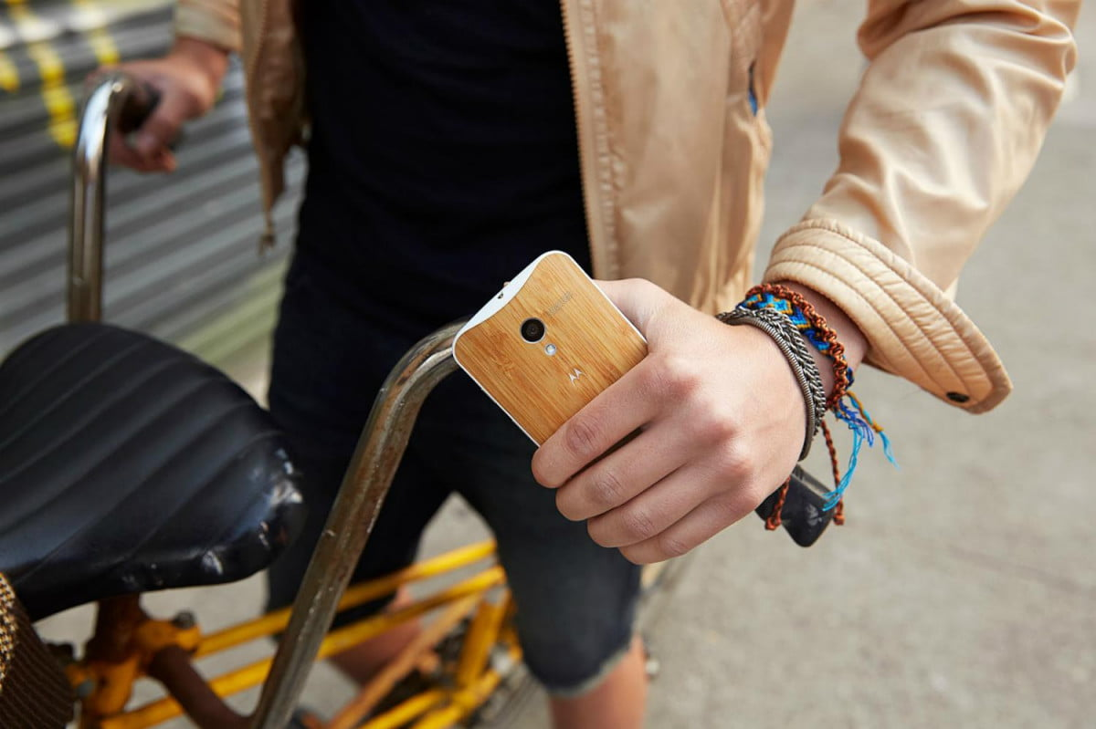 moto x wooden back lands on maker bamboo