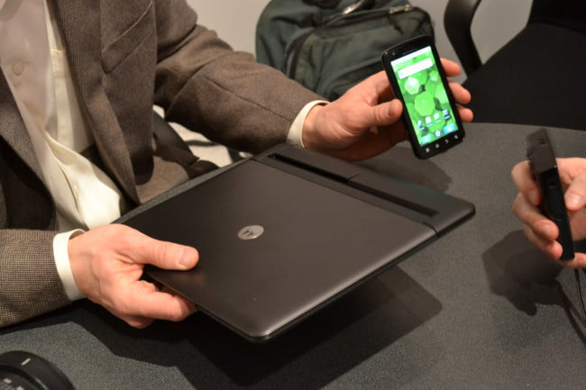 motorola-atrix-laptop-and-phone-separate-ces-2011