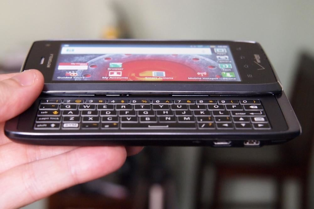 motorola-droid-4-review-design-front-keyboard