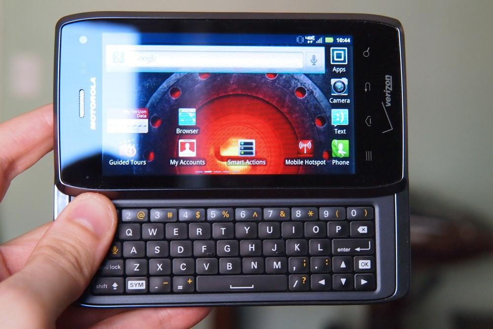 motorola-droid-4-review-design-front-screen-keyboard