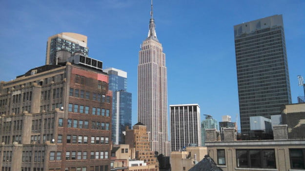 Motorola DROID RAZR M camera sample outside empire state building