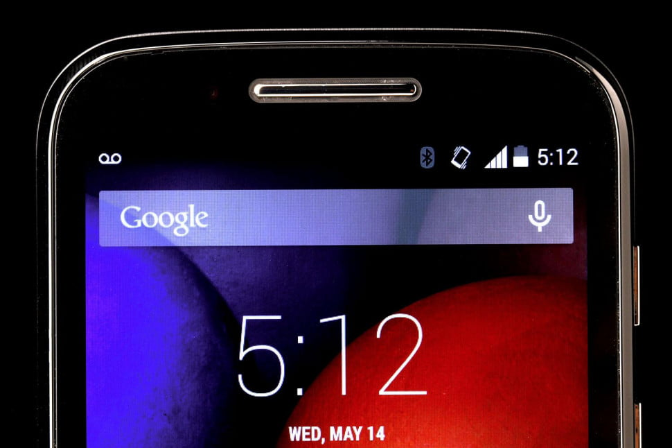 Motorola Moto E top screen