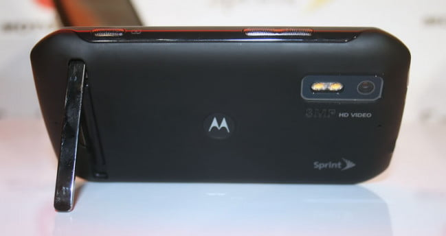 Motorola-Photon-4G-back-stand