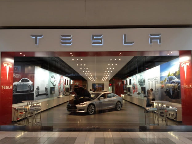 Motors in the mall: Tesla hawks electric cars like Macbooks with dedicated retail space