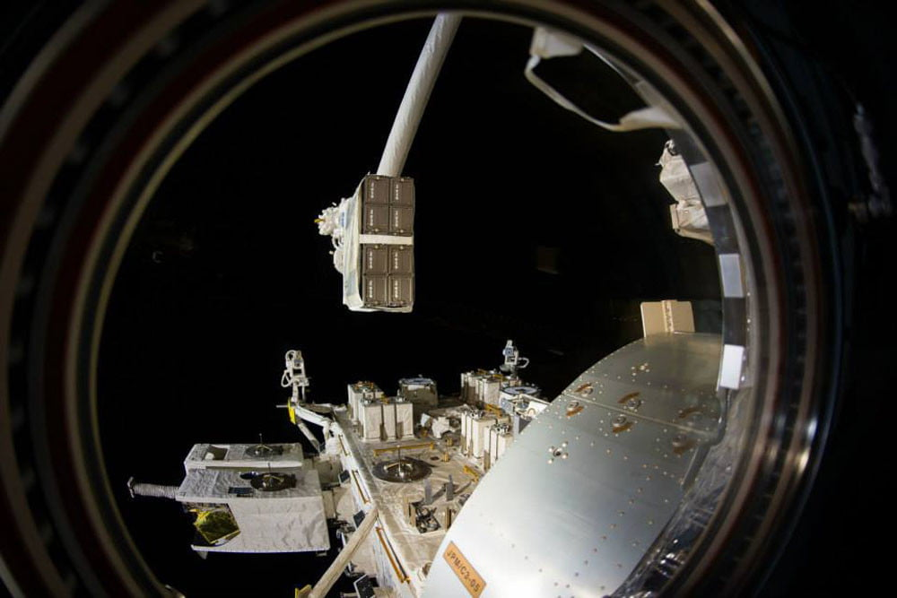 nanoracks to build private airlock for the iss