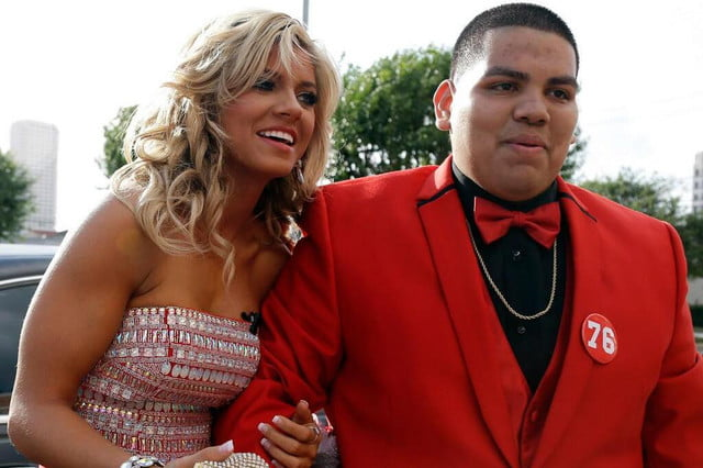 texas teenager scores prom date nfl cheerleader using twitter