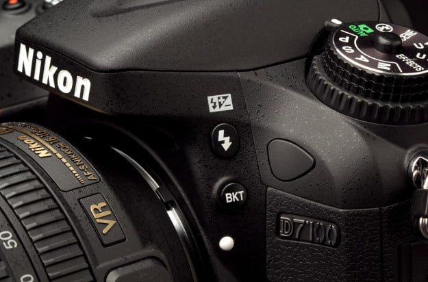 Nikon 7100 review flash button