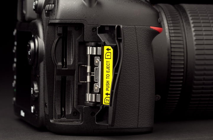 nikon d  review memory stick battery ports