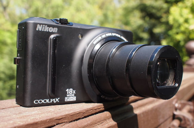 Nikon Coolpix S9100 zoom right angle