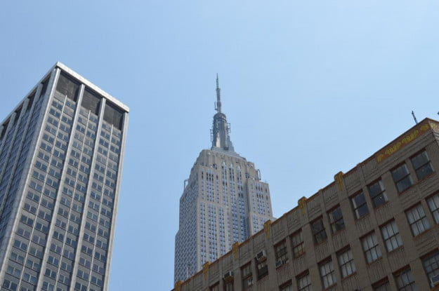 Nikon D3200 review sample outside empire state building natural light normal zoom