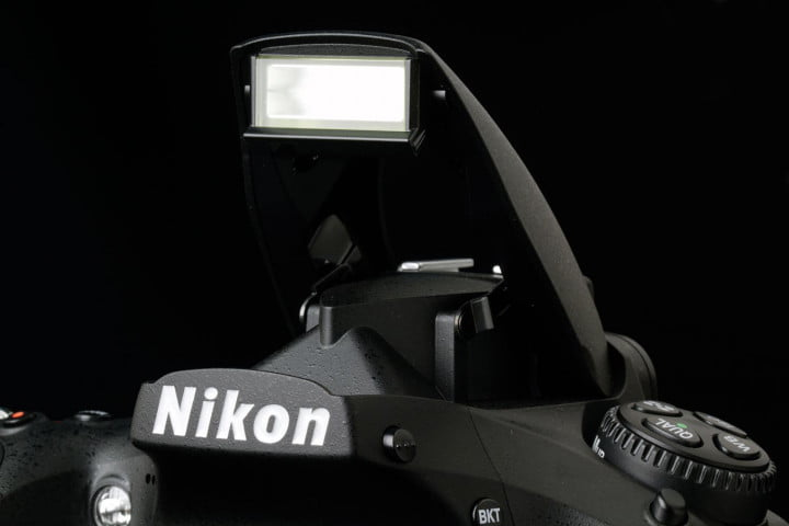 nikon d  review flash