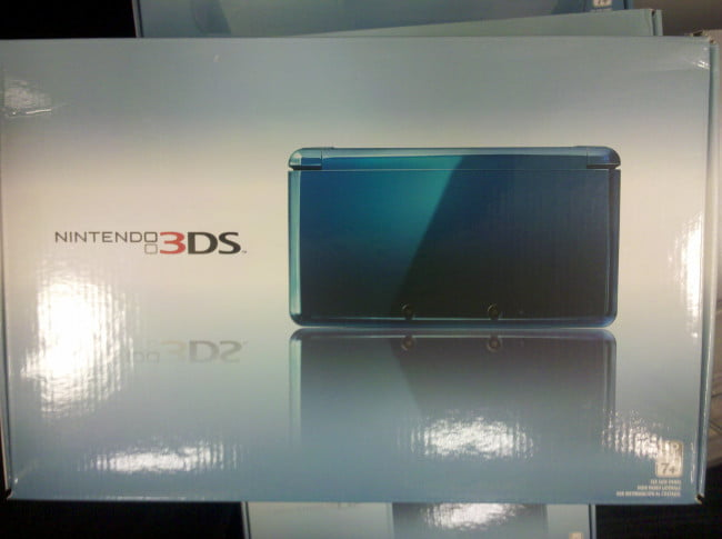 nintendo-3ds-launch-event-3ds-box