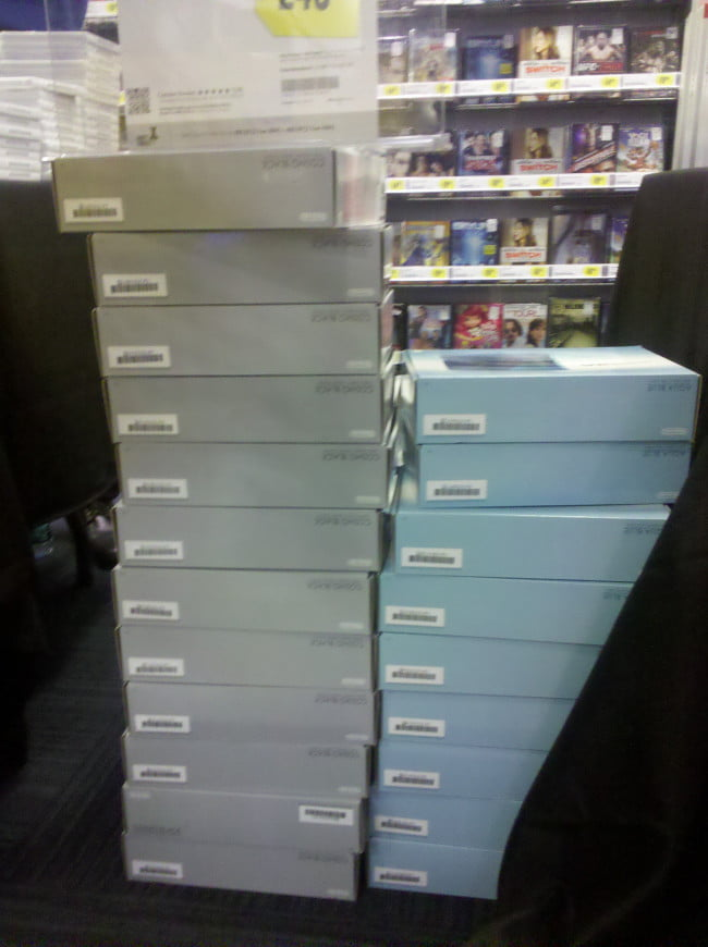 nintendo-3ds-launch-event-stacks-of-3ds