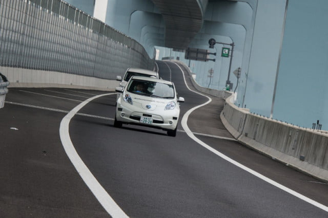 nissan leaf piloted drive  concept specs news
