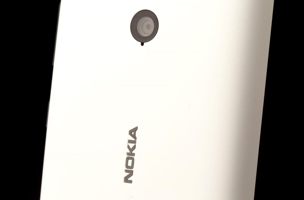 Nokia Lumia 521 review top back middle