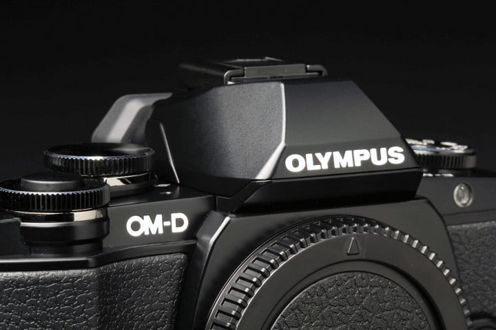 olympus om d e m  review top flash closed