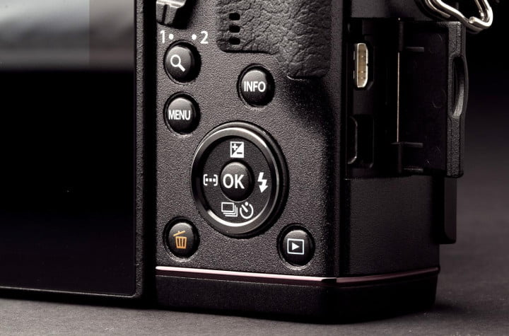olympus pen e p  review bottom rear controls macro