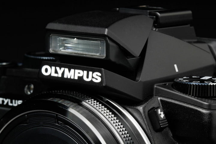 olympus stylus  review flash macro
