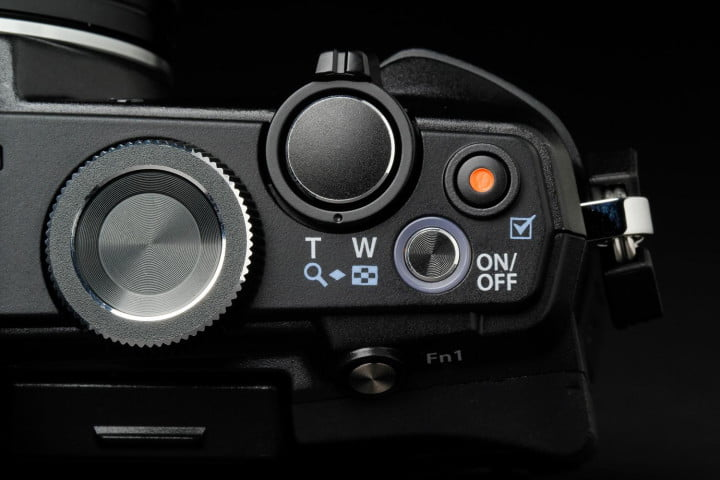 olympus stylus  review top controls macro