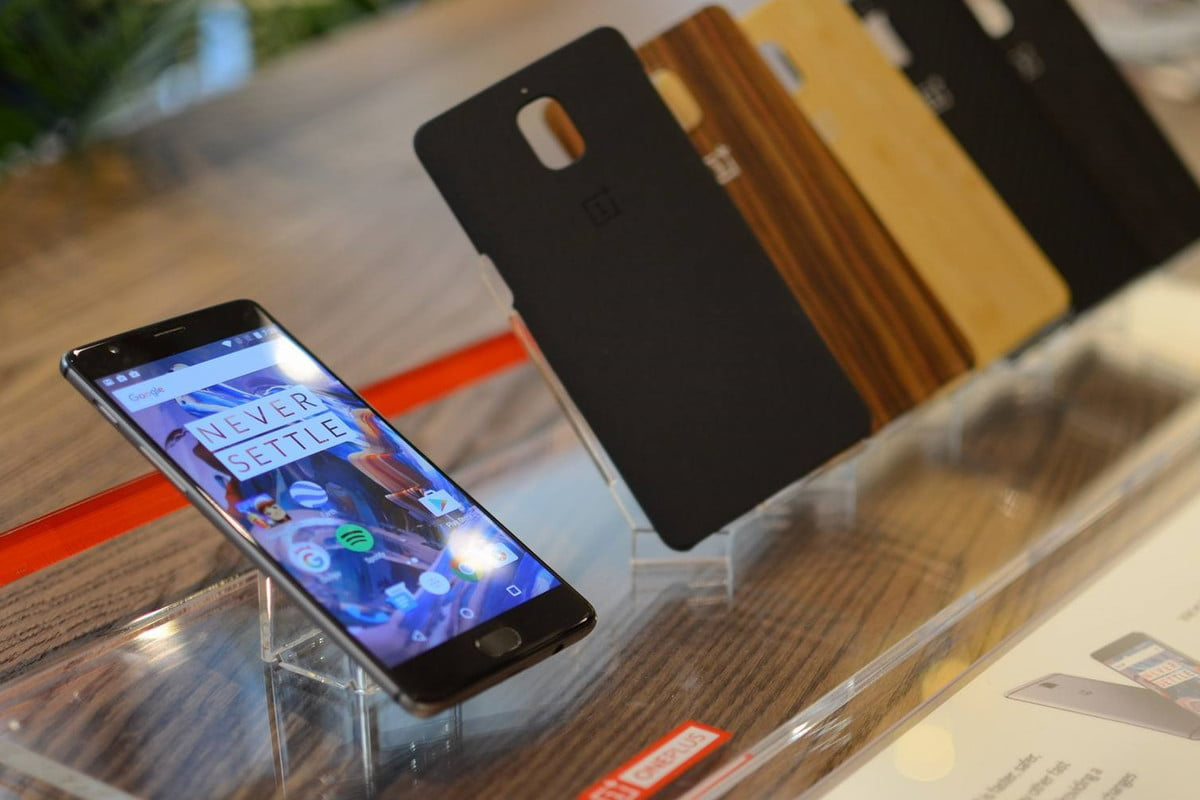 best oneplus  cases display