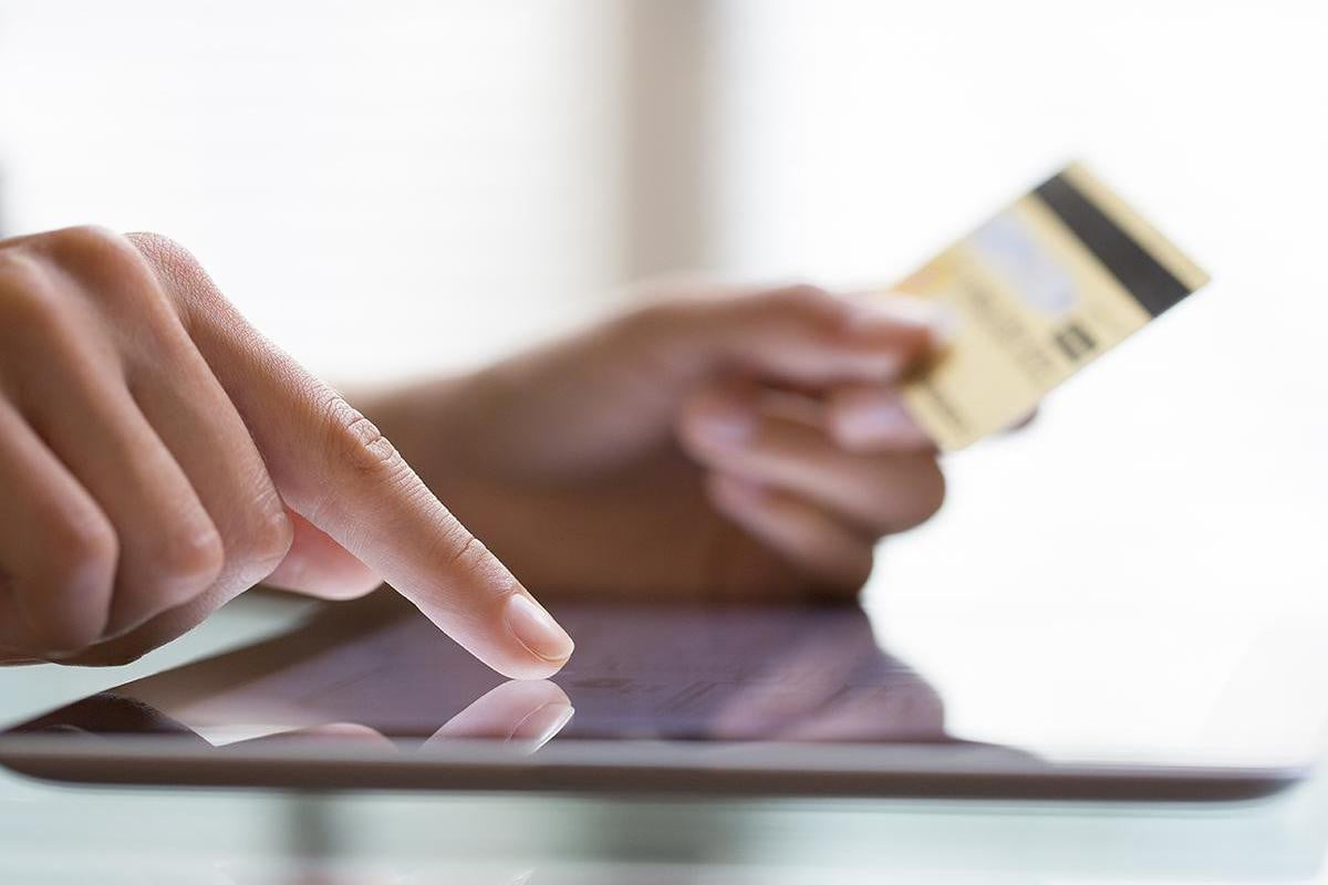 ios users outspend android christmas says ibm online spending