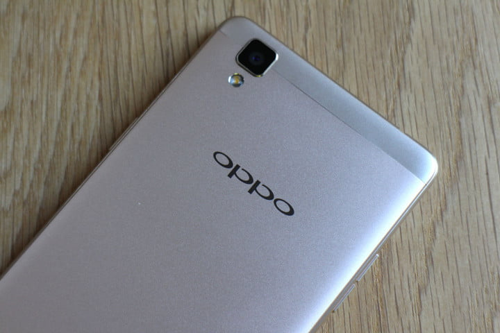 oppo f  review top back angle