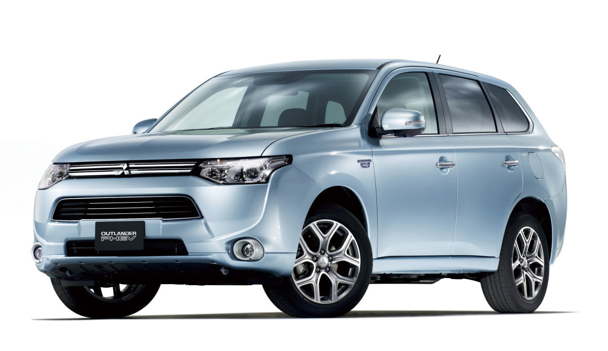 mitsubishi outlander plug in hybrid coming to the u s  phev faces lithium ion battery issues puts new production on hold