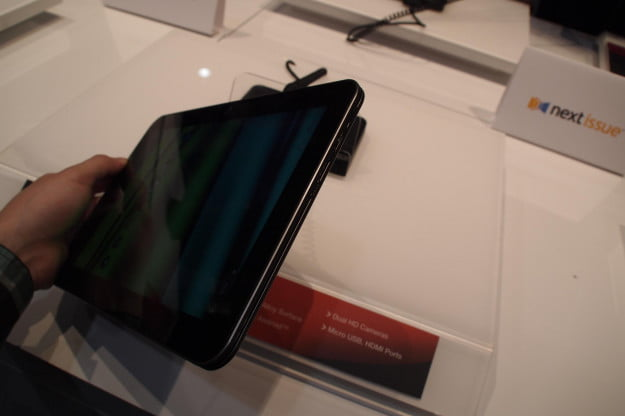 Toshiba Excite X10 power and volume