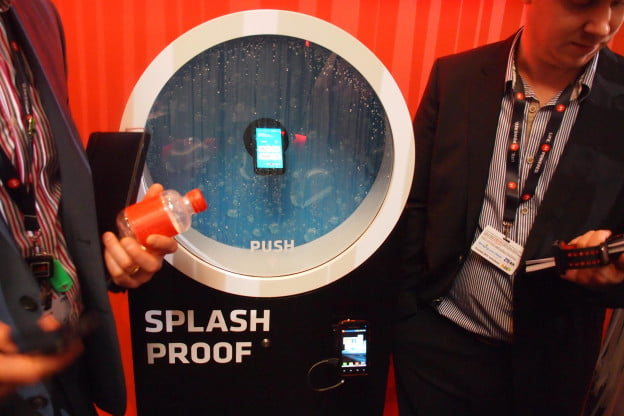 Motorola Defy Mini - Splash Proof