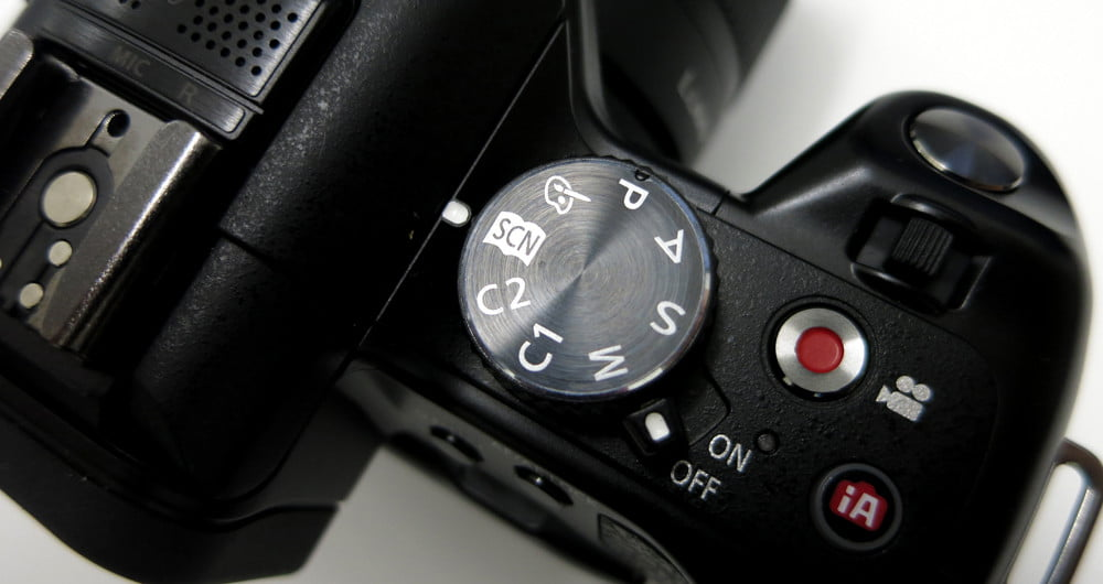 Panasonic Lumix DMC G5K review screen back dial dslr
