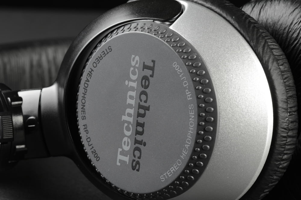 Panasonic Technics RP DJ1205 Pro DJ Headphones Review enclosure