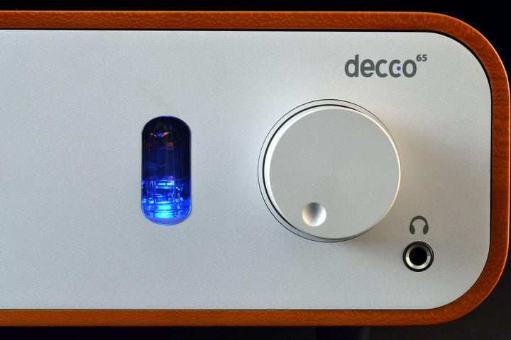 peachtree audio decco  review amplifier knob front
