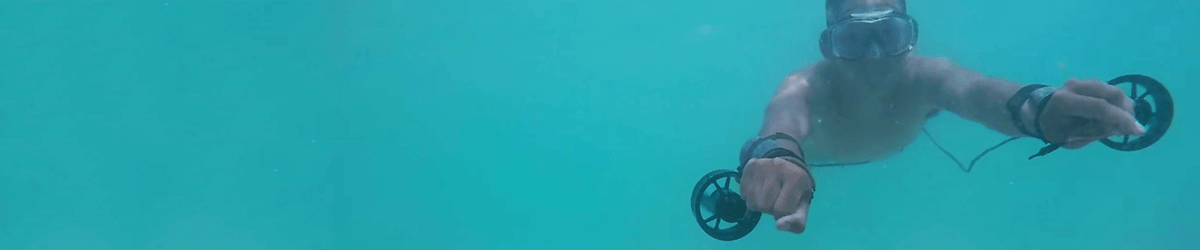 DIY 'wrist rockets' allow inventor to cruise underwater like a human submarine