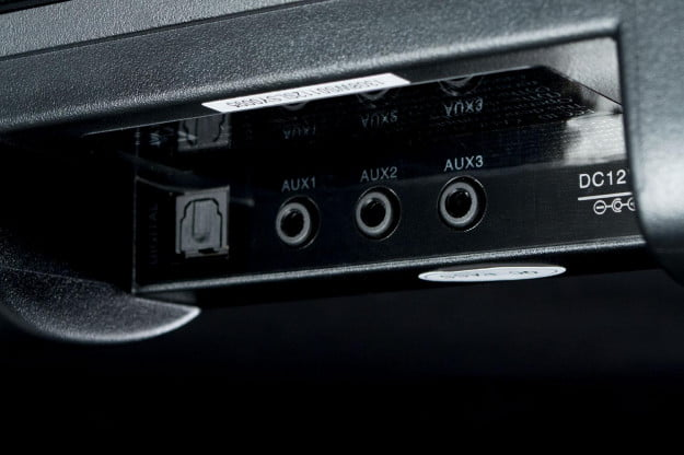 Pinnacle 8210 aux ports angle