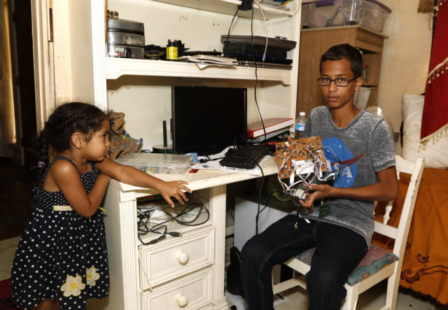 teen becomes internationally famous after his homemade clock is mistaken for a bomb posingdig