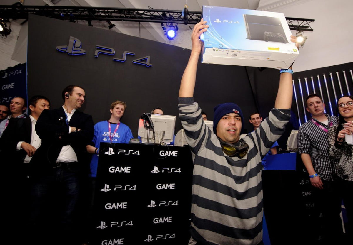 ps  records biggest console launch uk history