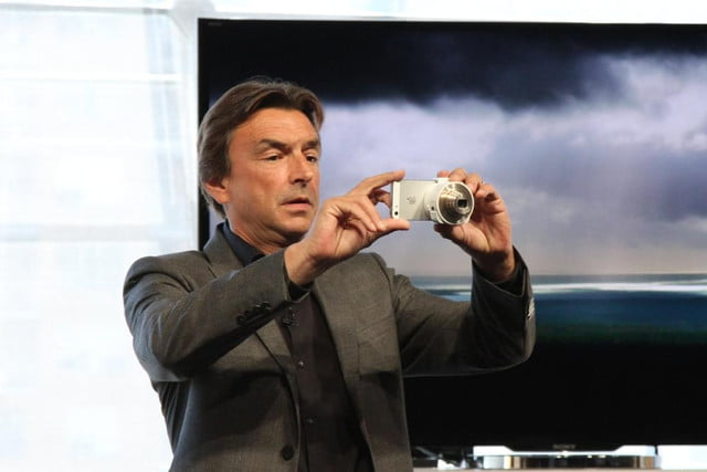 sony debuts qx  lens style cameras phil molyneux