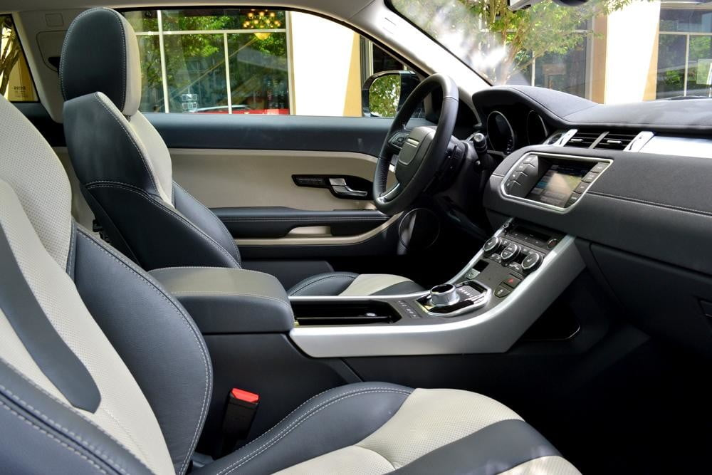 Rang Rover Evoque interior right side