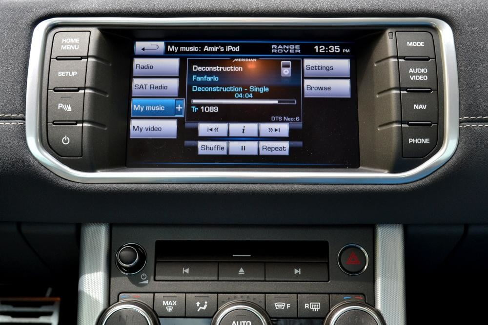Rang Rover Evoque lcd touchscreen interior