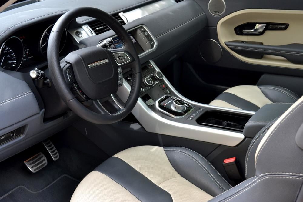 Rang Rover Evoque steering wheel dash interior