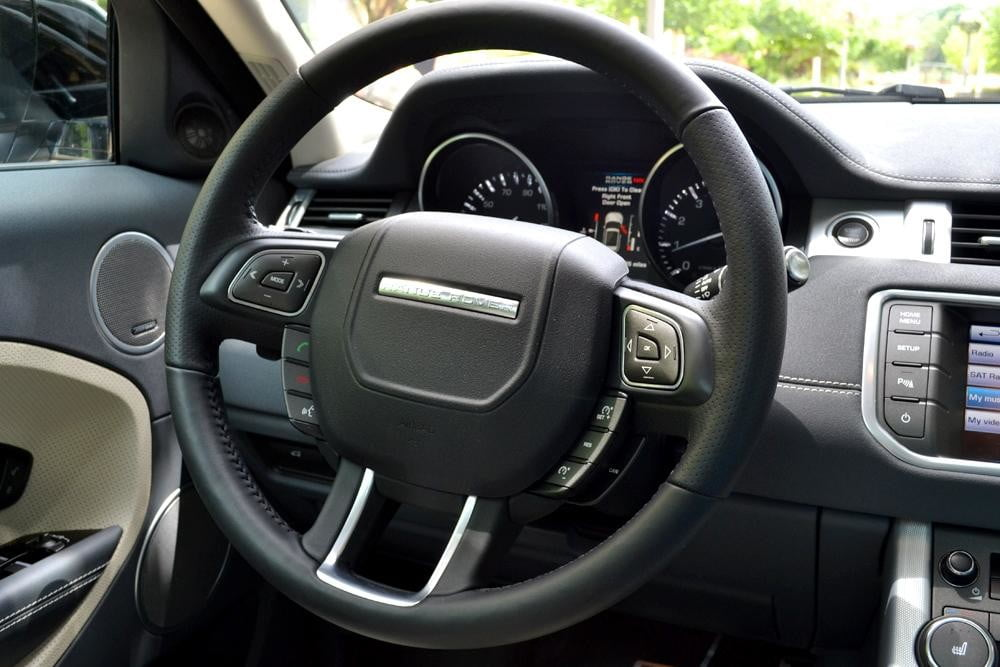 Rang Rover Evoque steering wheel interior
