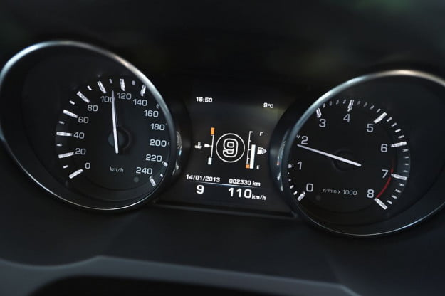 Land Rover 9-speed display