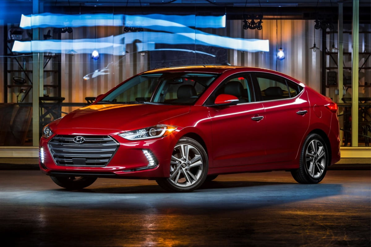hyundai elantra apple carplay android auto pricing