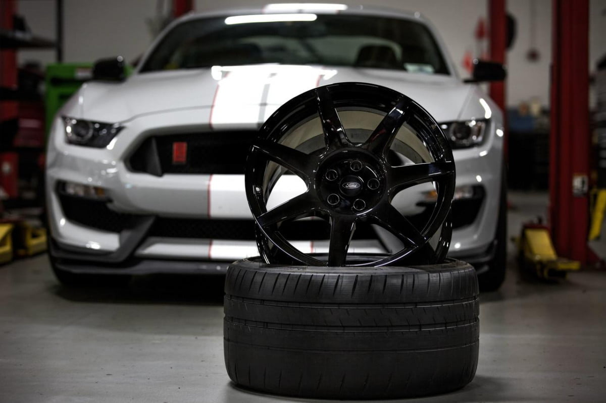 ford shelby gt  r mustang carbon fiber wheels pictures wheel