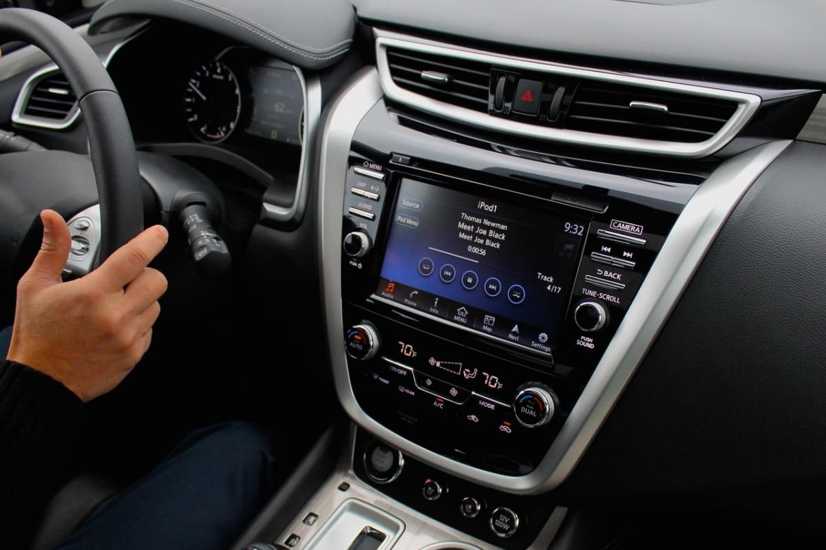 percent of car buyers unhappy with infotainment news nissan murano