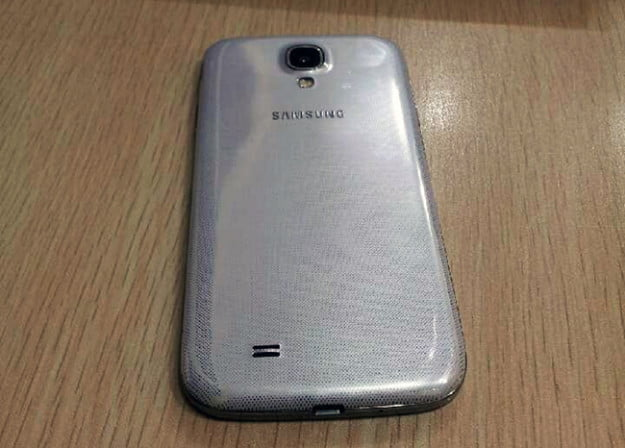 S4 image on table