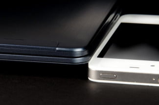 Samsung-Ativ-Book-5-iPhone-comparison